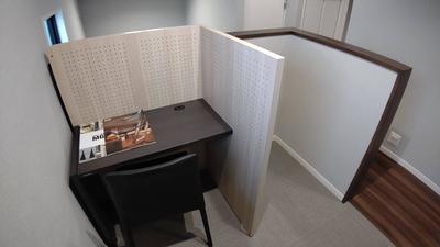 階段横机と椅子.JPG