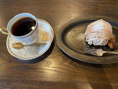 コーヒーとモンブラン.jpg